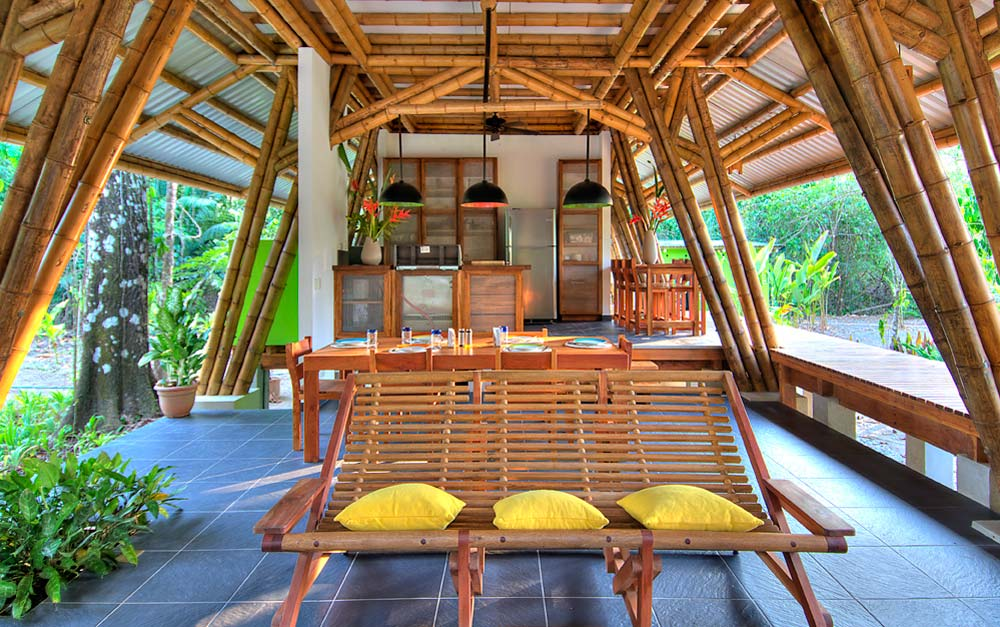 Charming-living-room-with-bamboo-furniture